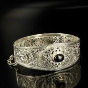 Кубачинский серебряный браслет с филигранью (камень - агат) арт.6346