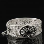 Кубачинский серебряный браслет с филигранью (камень - корунд) арт.8116