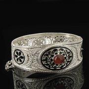 Кубачинский серебряный браслет с филигранью (камень - агат) арт.8121