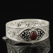 Кубачинский серебряный браслет с филигранью (камень - агат) арт.8126