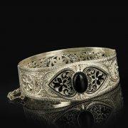 Кубачинский серебряный браслет с филигранью (камень - агат) арт.9480