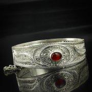 Кубачинский серебряный браслет с филигранью (камень - авантюрин, вставка из слоновой кости) арт.5615
