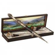 Кубачинский подарочный набор в футляре (кинжал с позолоченными вставками и 2 бычьих рога) арт.9394