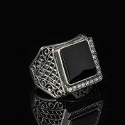 Кубачинское серебряное кольцо-печатка с филигранью ручной работы (камень - оникс, циркон) арт.8601