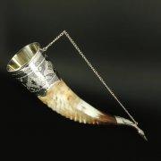 Элитный серебряный рог бычий Кубачи с пиалой в подарочном футляре из бархата арт.6521