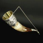 Элитный серебряный рог бычий Кубачи с пиалой в подарочном футляре из бархата арт.6523