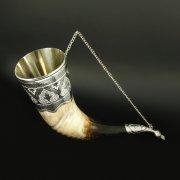 Элитный серебряный рог бычий Кубачи с пиалой в подарочном футляре из бархата арт.6527