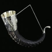 Элитный рог кавказского тура с пиалой и медальонами (мельхиоровый) арт.6945