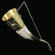 Кавказский рог бычий рифленый (отделка - латунь, медальоны - латунь) арт.9003