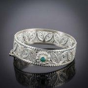 Кубачинский серебряный браслет белый (кошачий глаз) арт.3978