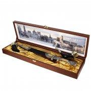 Кубачинский подарочный набор в футляре (кинжал с серебряными вставками и 2 бычьих рога) арт.3994
