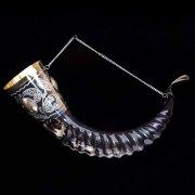 Элитный рог кавказского тура мельхиоровый с медальонами (90-100 см)