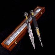 Кубачинский подарочный набор в футляре (кинжал с позолоченными вставками) арт.2945