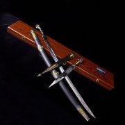 Кубачинский подарочный набор в футляре (шашка и кинжал с серебряными вставками) арт.2946
